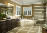 Baño clásico en mármol tonos marrones