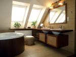 Baño japonés en buhardilla