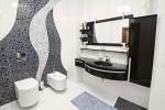 Baño modernista con lavabo negro