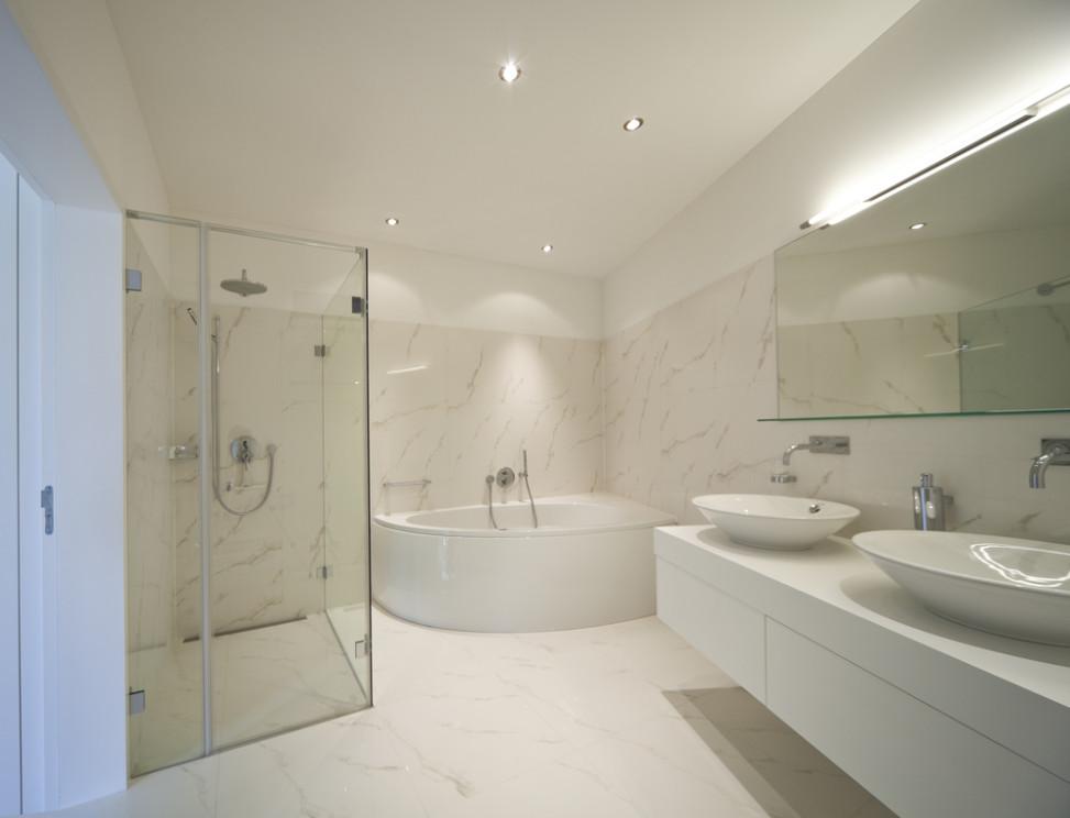 Ba o moderno con lavabos sobreencimera fotos para que te for Banos 2 lavabos