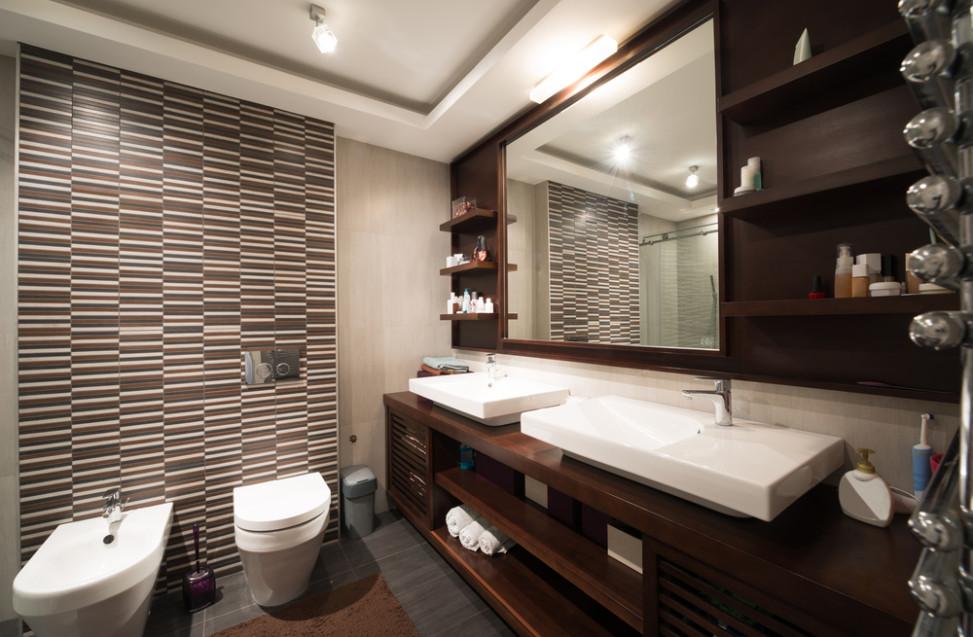 Ba o peque o con revestimiento en grises y marrones fotos - Revestimiento para banos pequenos ...