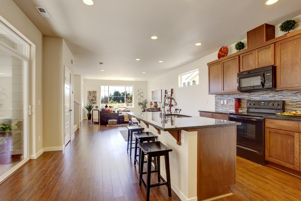 Cocina ecl ctica con isla centrada fotos para que te for Modelos de cocinas grandes y modernas