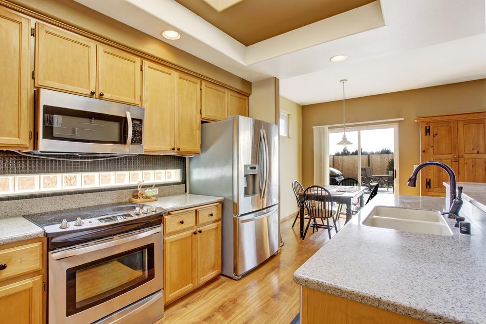 Cocina comedor cl sica de madera fotos para que te for Cocinas grandes