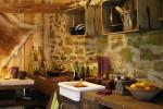 Cocina rústica piedra y madera