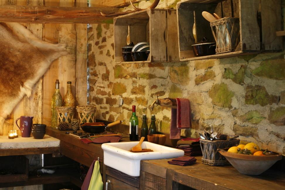 Cocina r stica piedra y madera fotos para que te inspires for Lamparas cocinas rusticas
