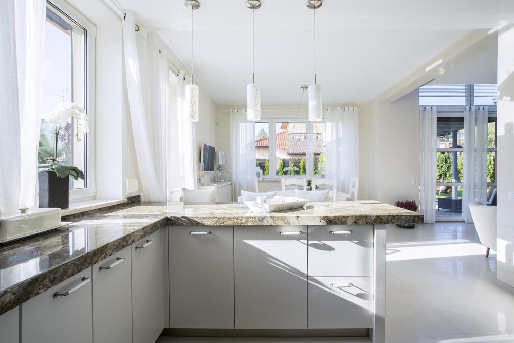 Cocina cl sico moderna blanca fotos para que te inspires for Cocinas modernas blancas con peninsula