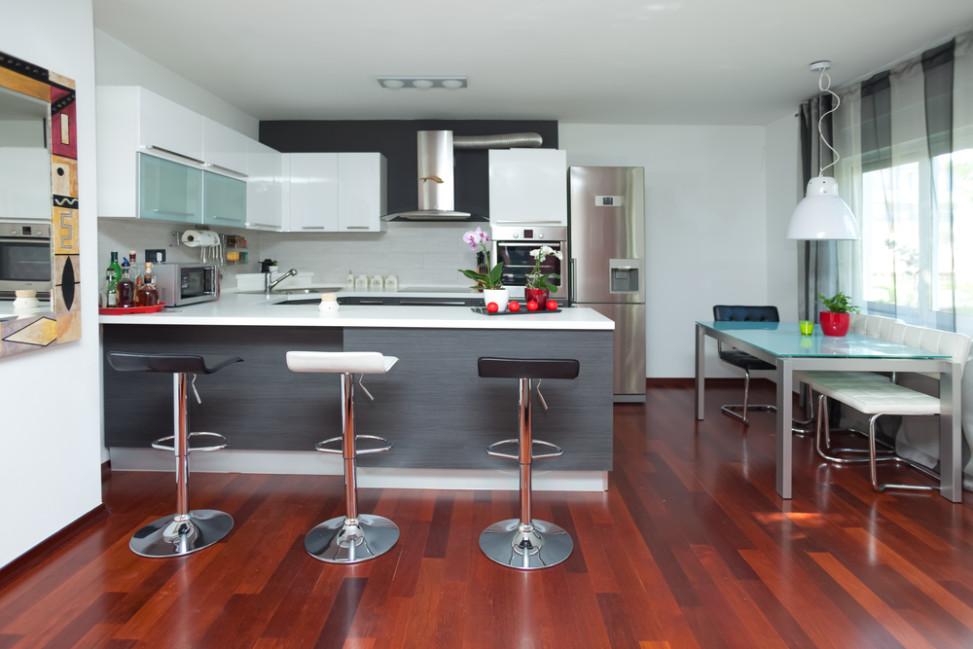 Cocina moderna con suelos en caoba fotos para que te for Fotos de cocinas modernas 2015