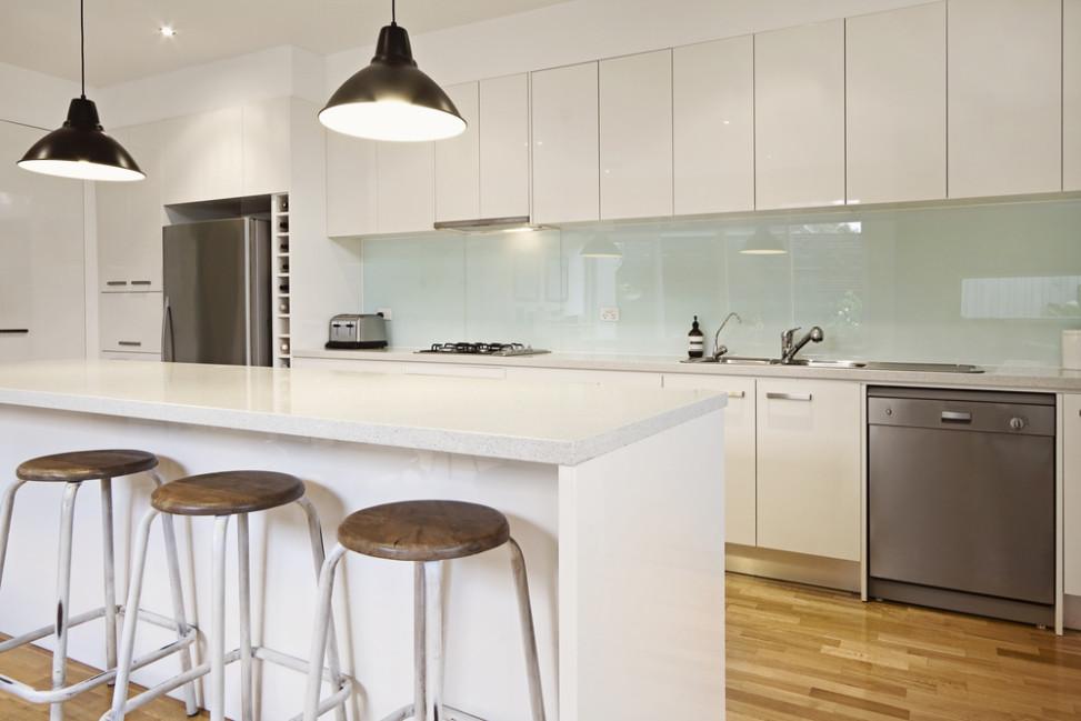 Cocina moderna con barra amaricana blanca fotos para que for Cocinas modernas blancas con peninsula
