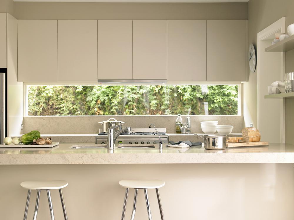 Cocina moderna con barra americana fotos para que te for Cocinas modernas 2015
