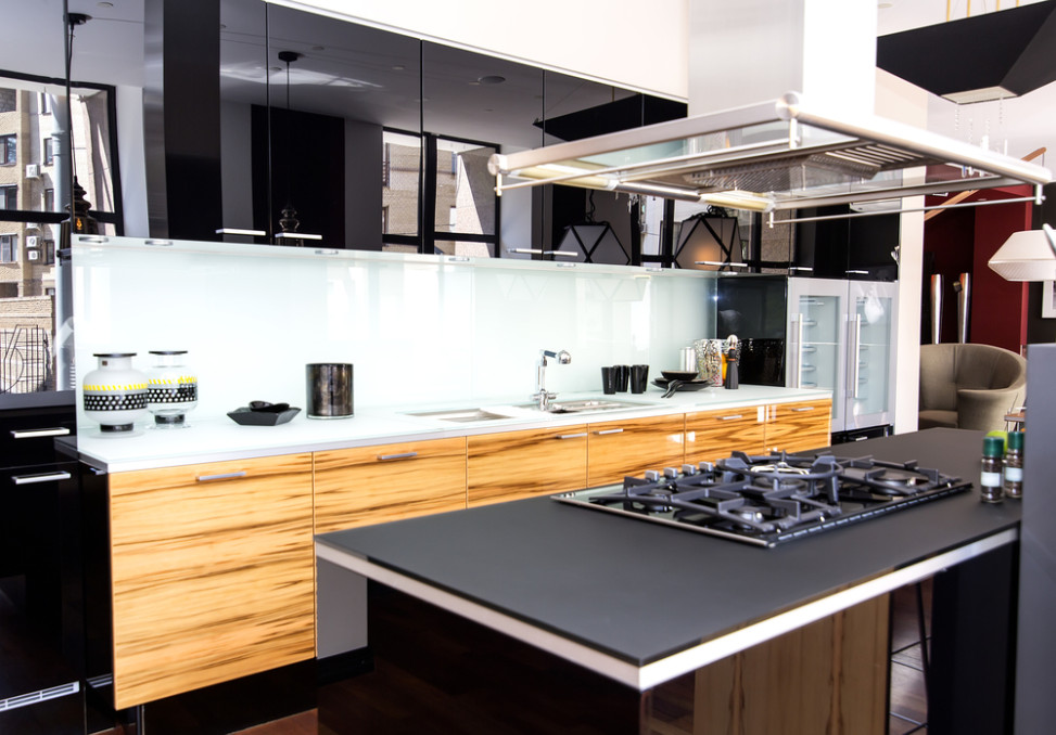 Cocina moderna con encimera negra fotos para que te - Cocinas con encimera de madera ...