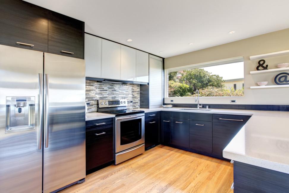 Cocina moderna con muebles gris oscuro. Fotos para que te inspires ...