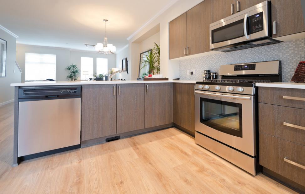 Cocina moderna de madera clara fotos para que te inspires for Cocina blanca y madera moderna