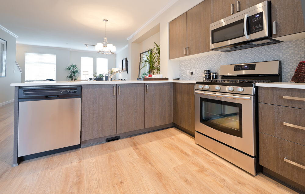 Cocina moderna de madera clara fotos para que te inspires for Modelo de cocina pequena moderna