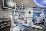 Gabinete dental con suelo gris
