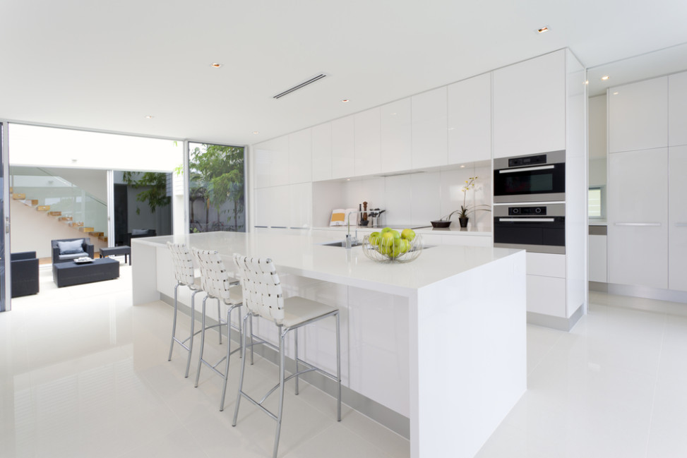 Cocina moderna en tonalidades blancas fotos para que te for Cocinas modernas blancas precios