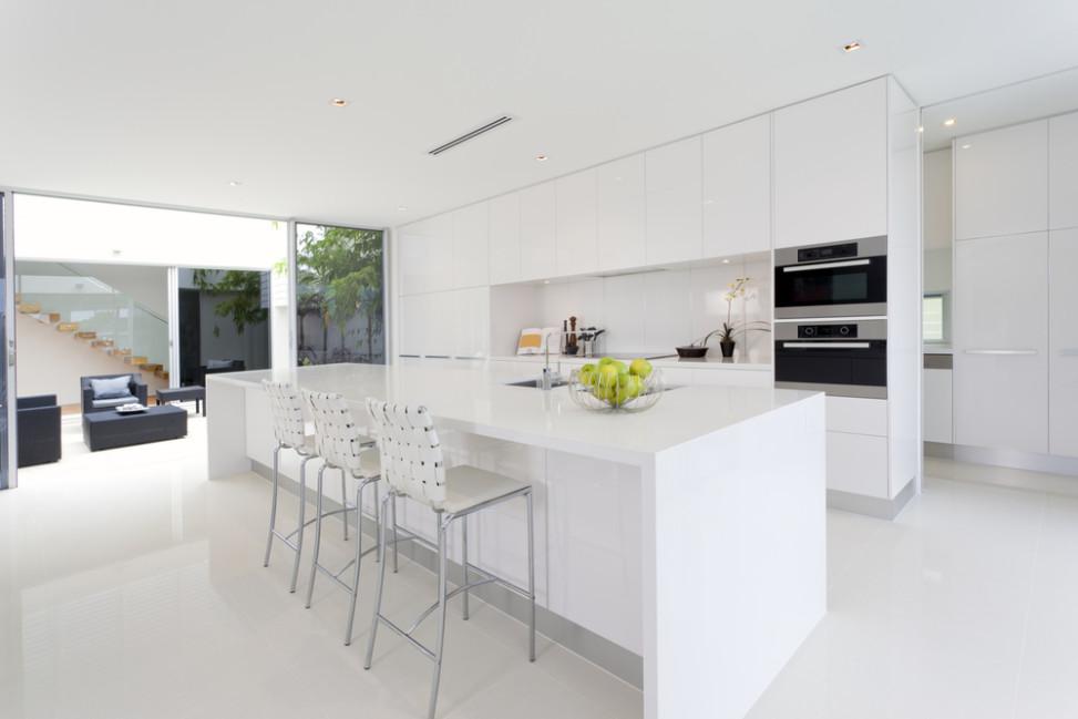 Cocina moderna en tonalidades blancas fotos para que te inspires 3presupuestos - Cocinas modernas precios ...