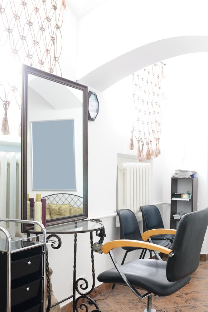 Peluquer a cl sica con mesa de hierro forjado fotos para - Decoracion en peluquerias ...