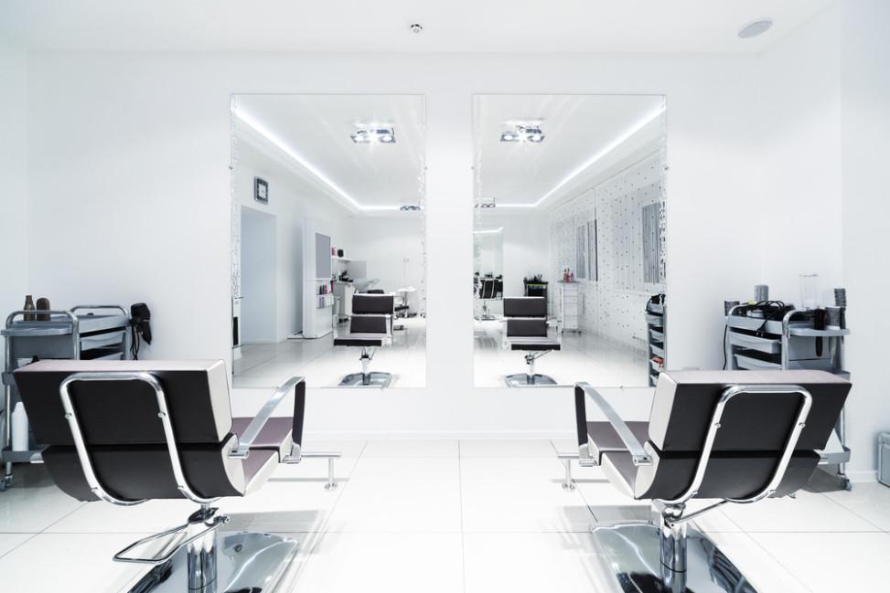 Peluquer a minimalista con sillones negros fotos para que te inspires 3presupuestos - Sillones de peluqueria ...