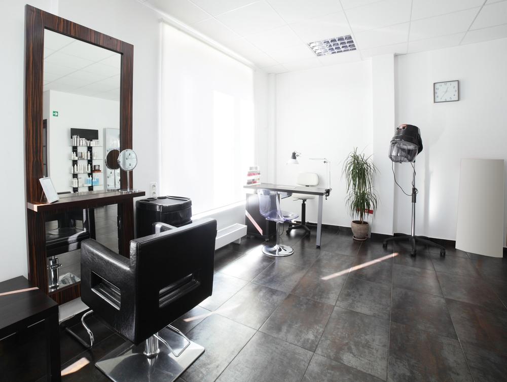Peluquer a moderna con suelo envejecido fotos para que te - Salones de peluqueria decoracion fotos ...