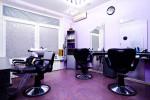 Peluquería moderna en tonos violeta