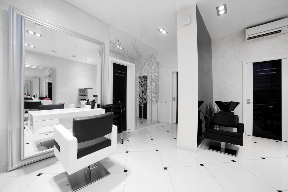 Peluquer a moderna monocrom tica fotos para que te for Salones de peluqueria decoracion fotos