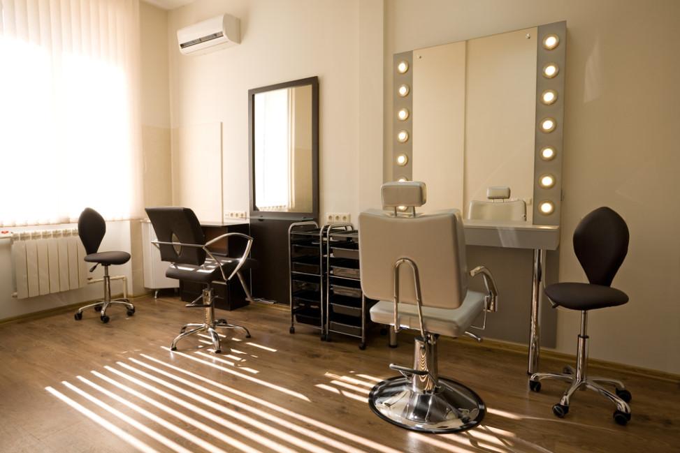 Peluquer a vintage con espejo tipo camerino fotos para for Salones de peluqueria decoracion fotos