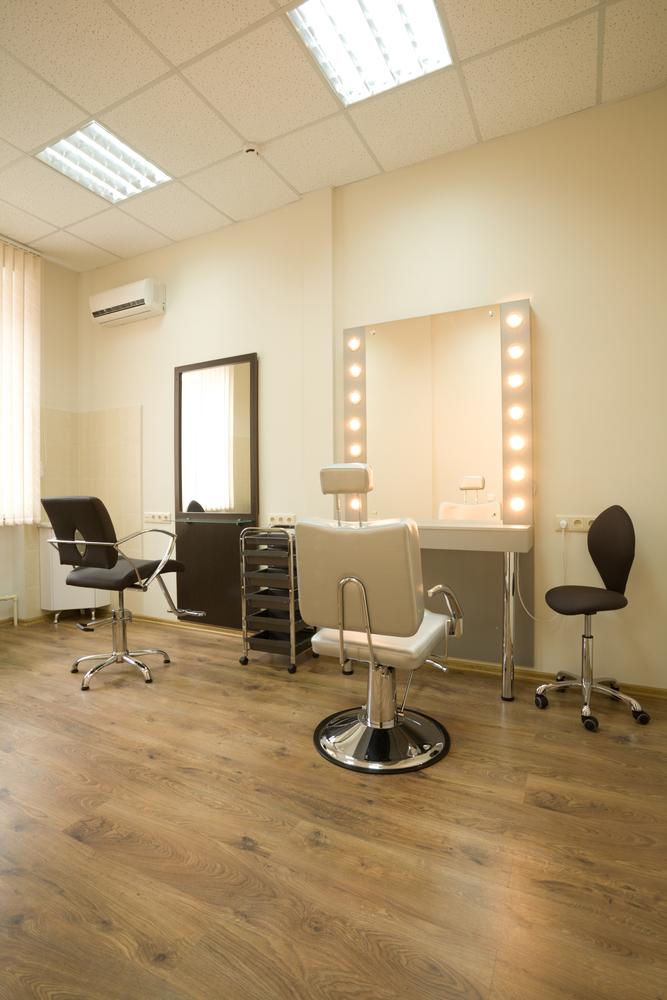 Peluquer a vintage con suelo de parquet fotos para que te for Disenos de espejos para peluqueria