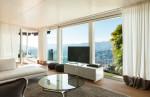 Salón moderno con grandes vistas