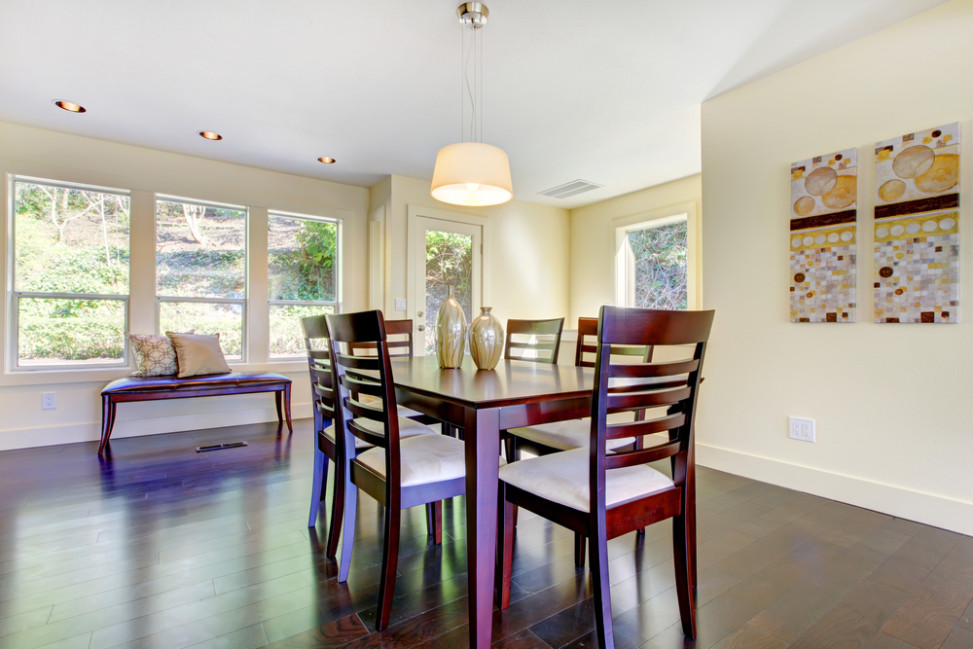 Comedor minimalista con paredes beige. Fotos para que te inspires ...