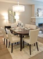 Comedor moderno con alfombra blanca
