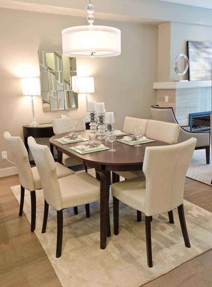 Comedor moderno con alfombra blanca fotos para que te for Comedor y cocina modernos