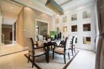 Salón clásico con mosaico de espejos
