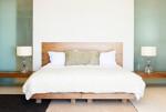 Dormitorio con cama estilo vintage