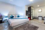 Dormitorio con suelo de mármol