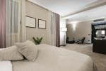Dormitorio moderno con moqueta beige
