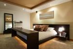 Dormitorio moderno con suelo de moqueta