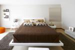 Dormitorio moderno de tonos marrón