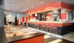 Bar minimalista con barra roja