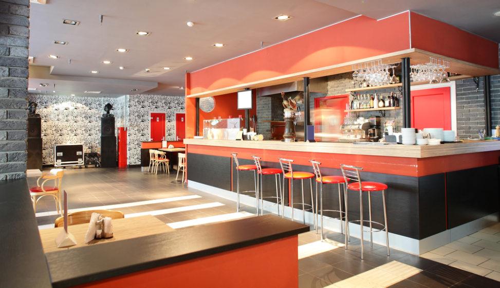 Bar minimalista con barra roja fotos para que te inspires - Decoracion bares modernos ...
