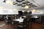 Cafetería clásica con suelo de parquet