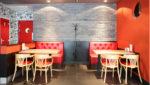 Cafetería ecléctica con ladrillo gris