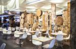 Cafetería rústica en madera
