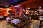 Restaurante clásico con suelo de gres
