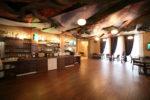 Restaurante ecléctico en madera