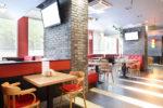 Restaurante moderno con ladrillo gris