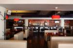 Restaurante moderno con ladrillo visto