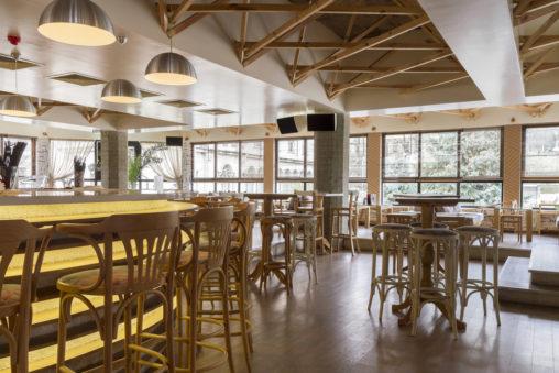 Fotos de cafeter as bares y restaurantes modernos for Imagenes de techos modernos