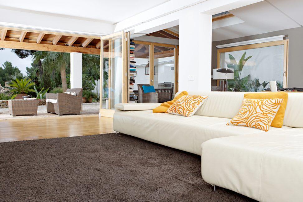 Terraza moderna con alfombra marr n fotos para que te inspires 3presupuestos - Alfombra terraza ...