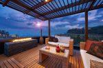 Terraza mediterránea con muebles de ratan