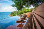 Terraza exótica con piscina